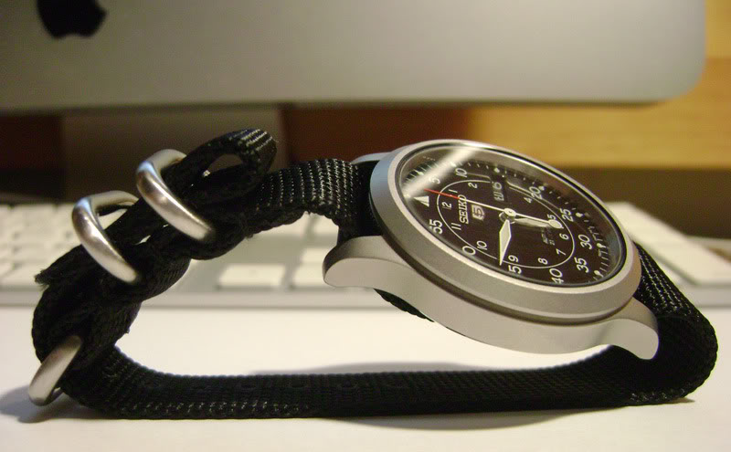 SNK809 side view, strap and case photo