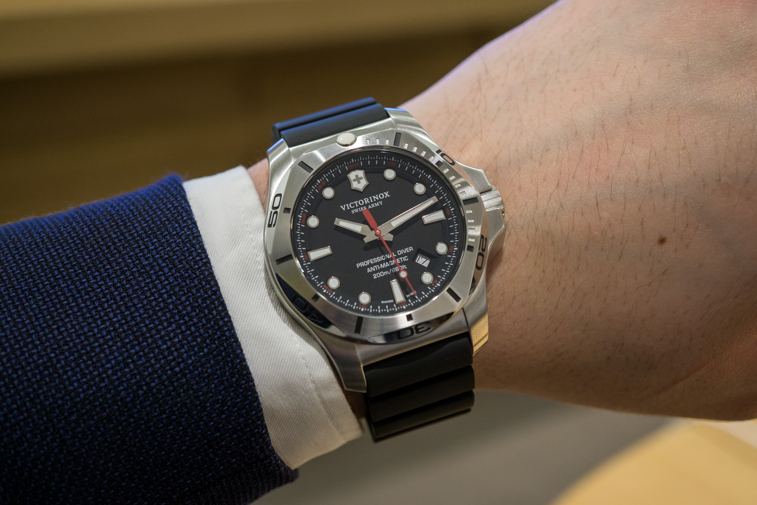 Victorinox I.N.O.X Professional Diver Watch Review - WatchReviewBlog 77dc065b2