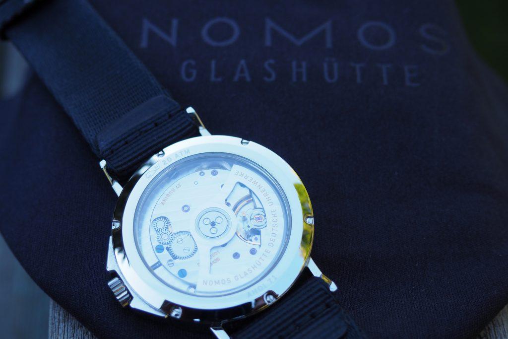 back of Nomos Ahoi