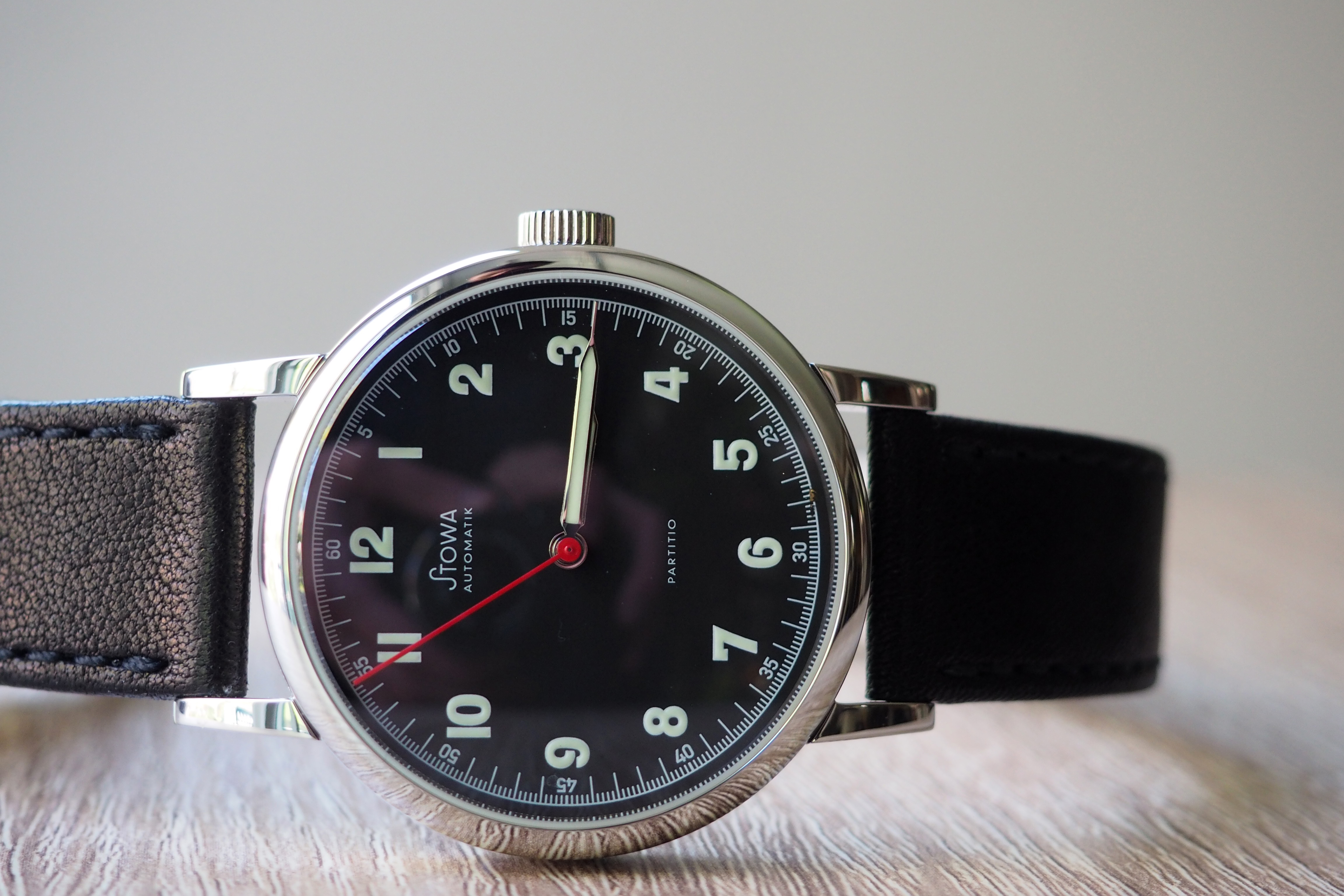 Stowa Partitio Watch Klassik black red second hand