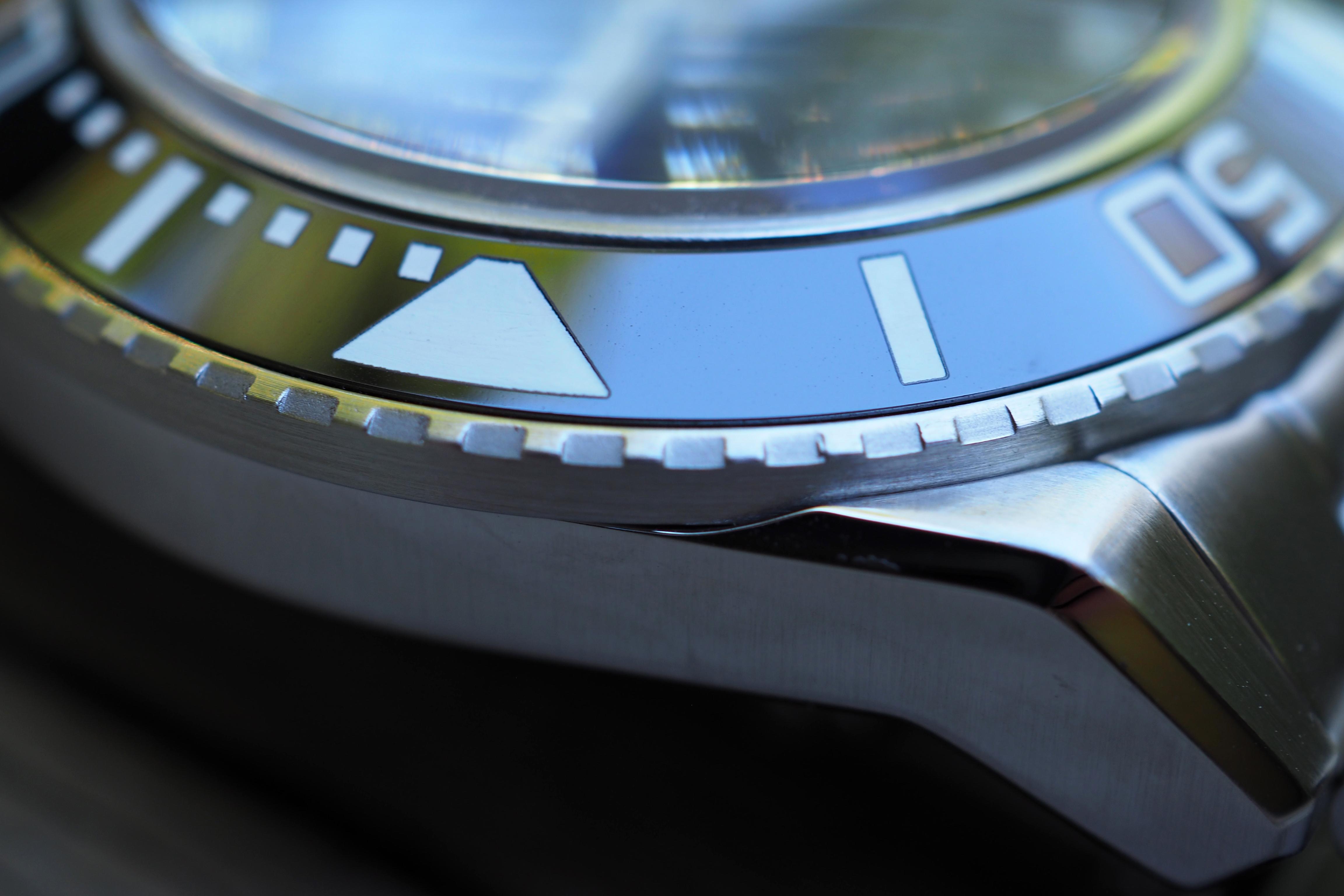 coin edged bezel macro photo