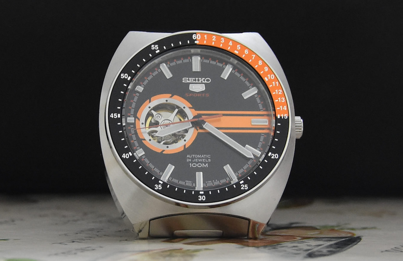 SSA331K1 with orange black bezel