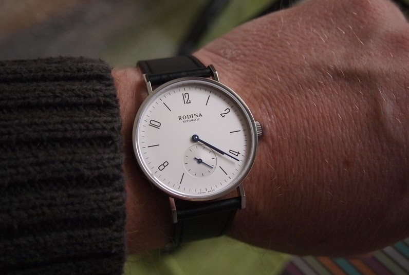 R005 dial on wrist