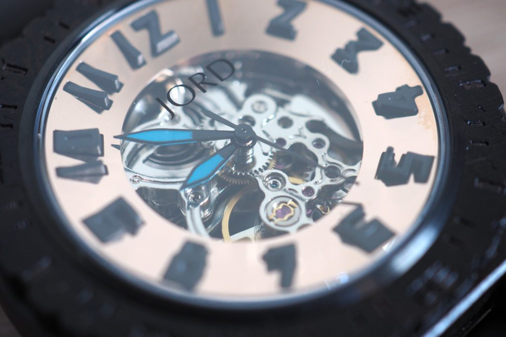 Side view angle of dial