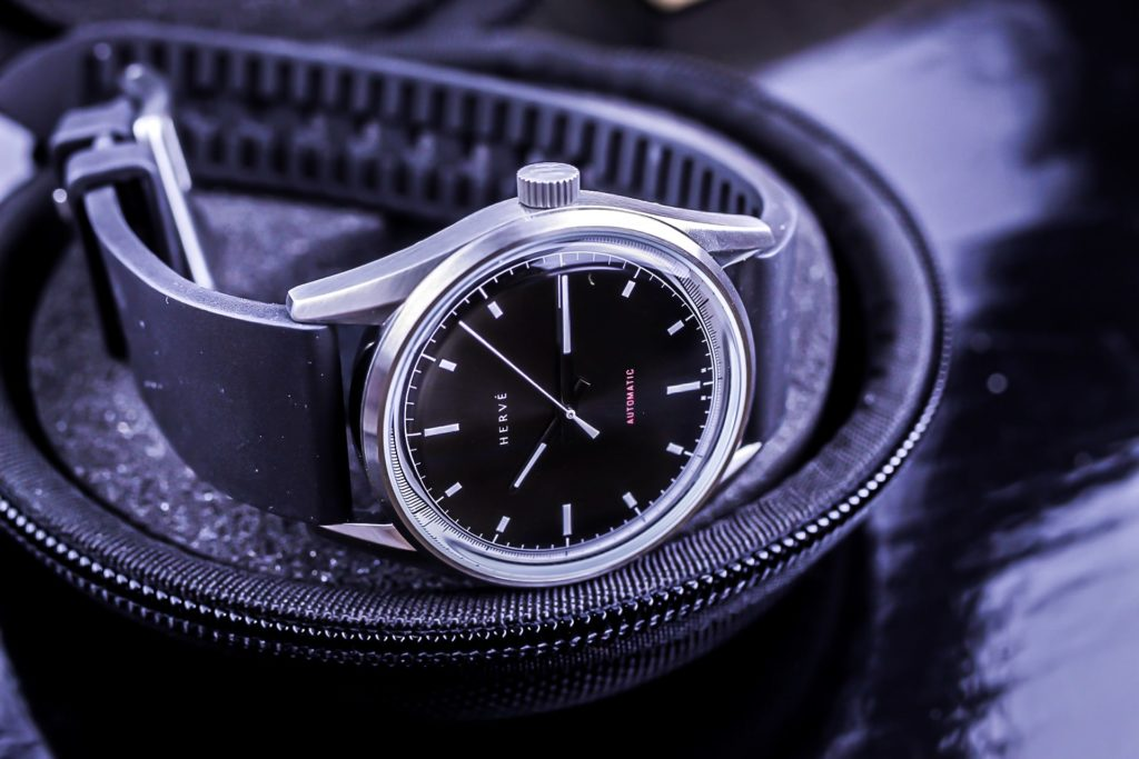 Herve Alvia watch inside the Single WATCHPOD