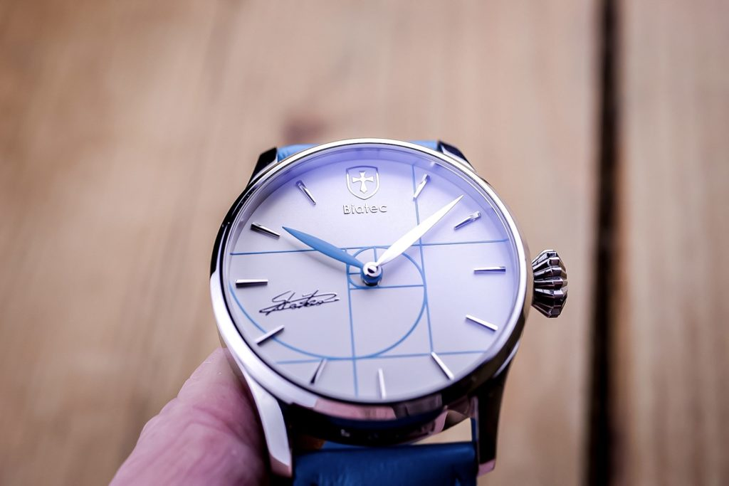 Photo of dial with blue swirl