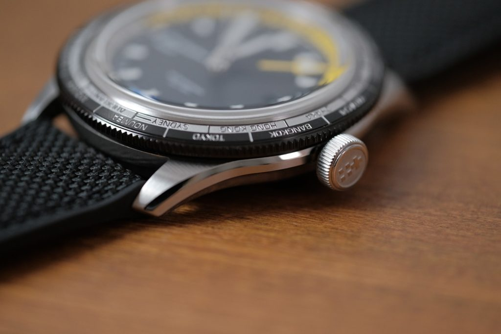 Bezel and screw down crown