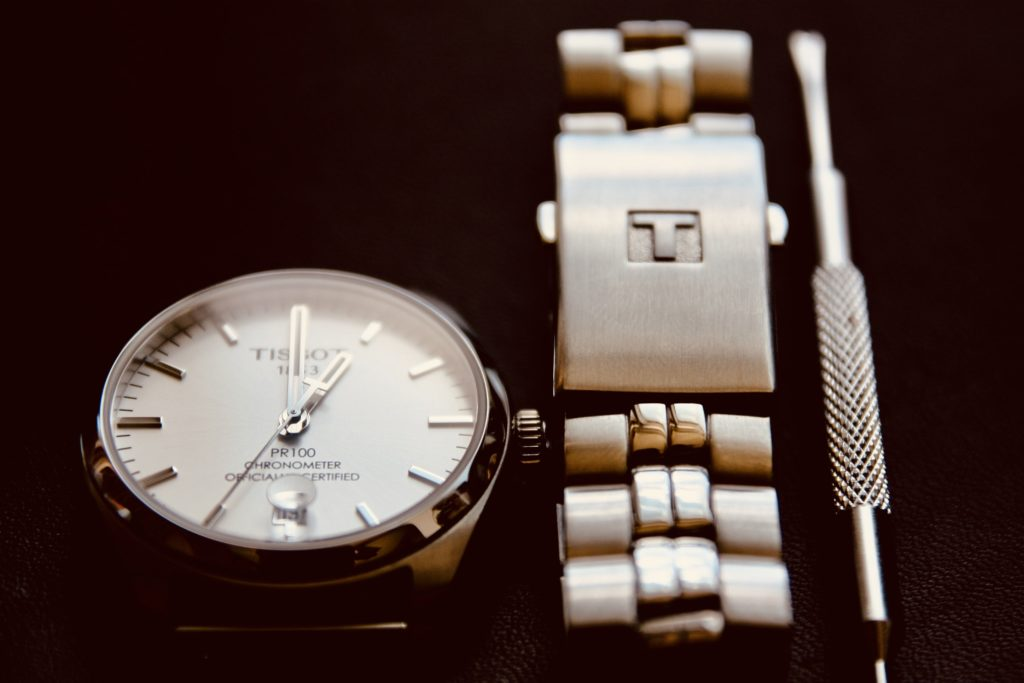 Watch with metal bracelet and tool