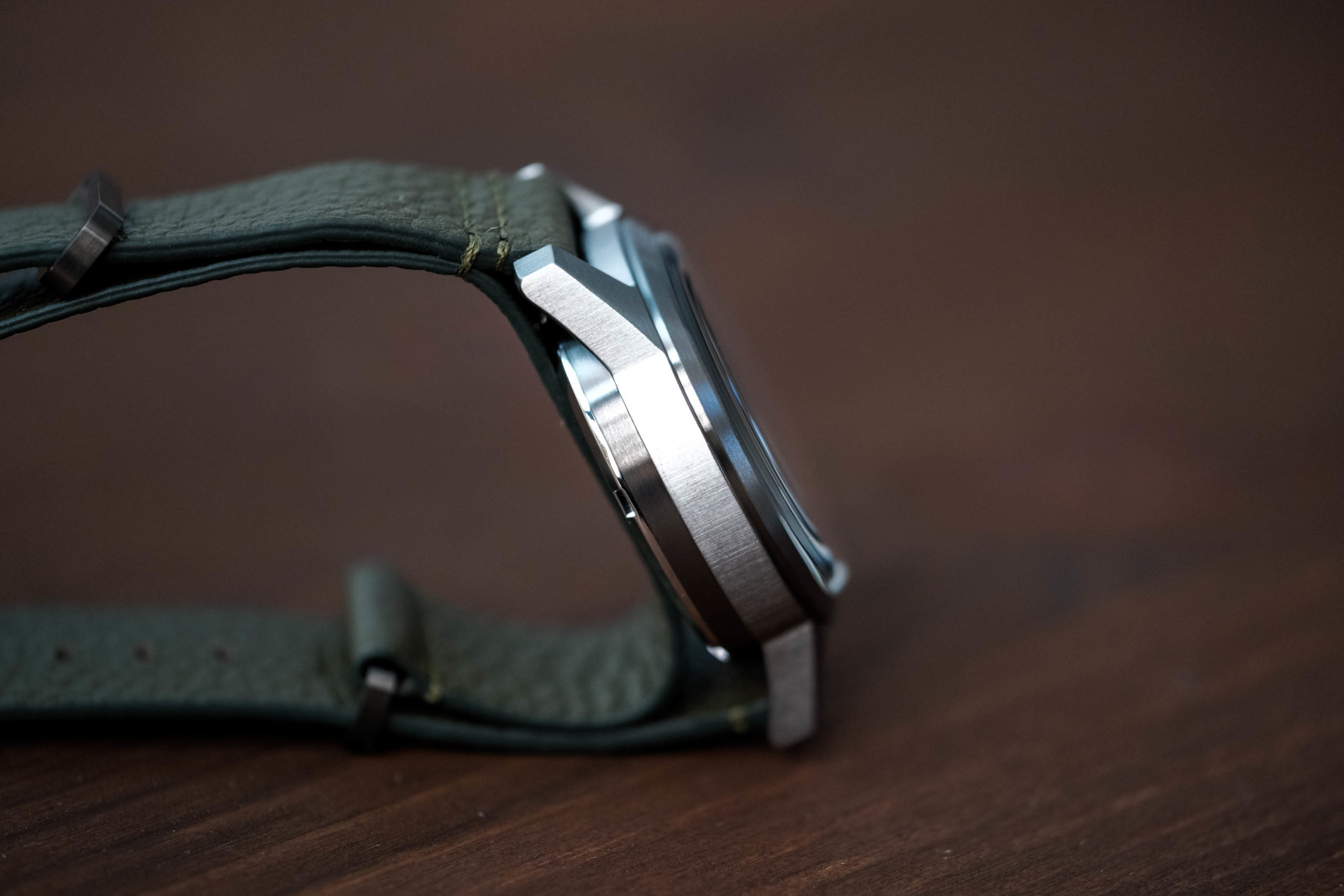 Side view of Hack watch case