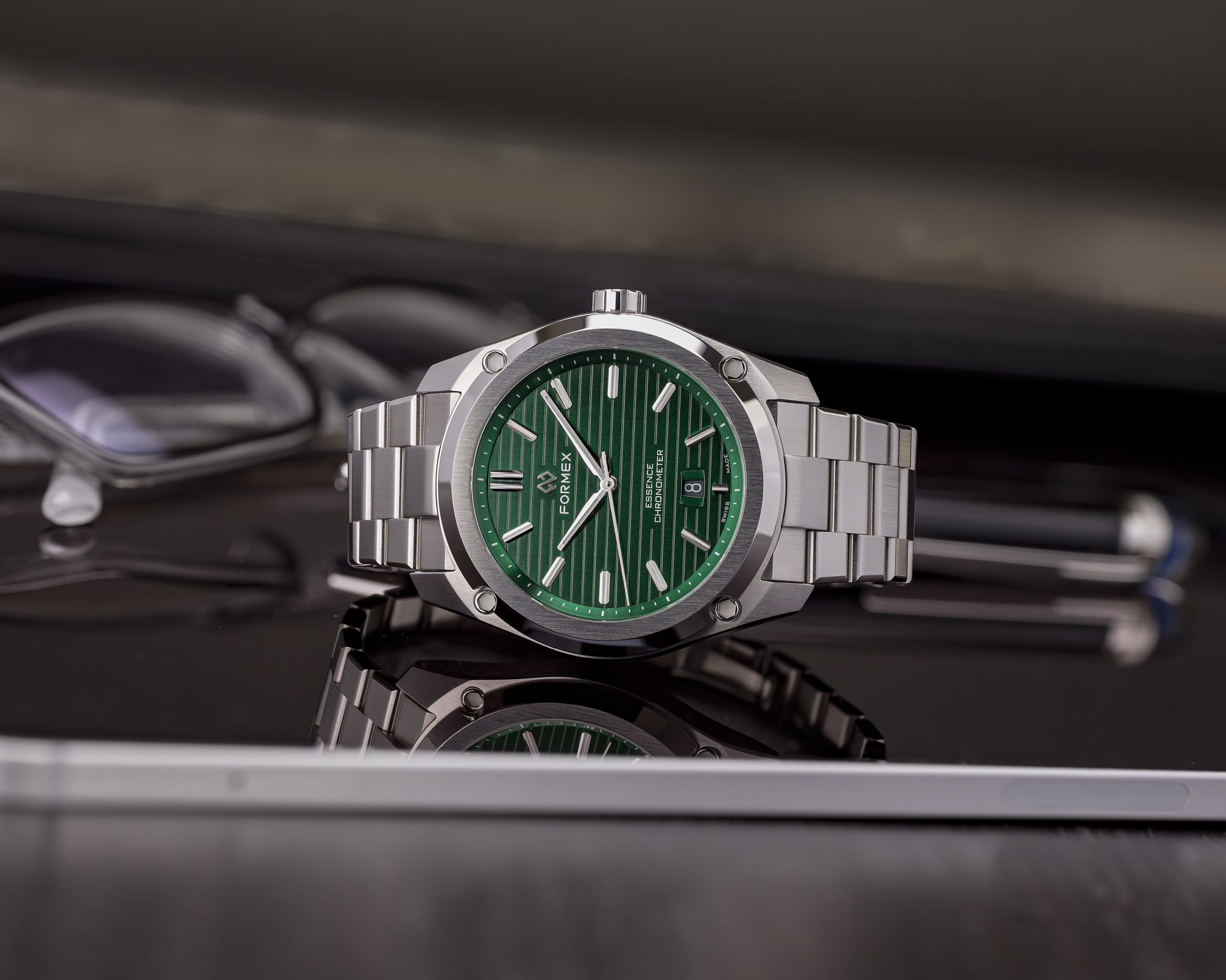 Essence FortyThree new green dial