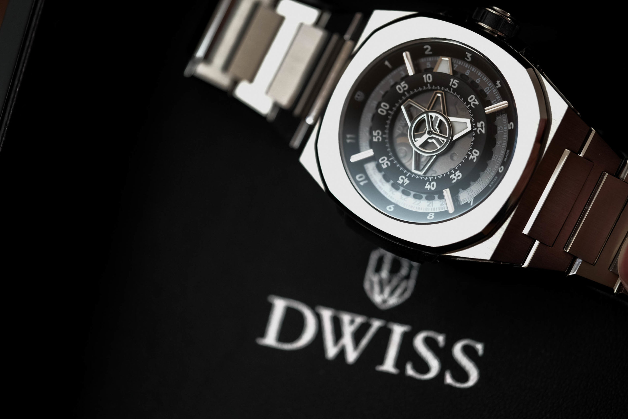 DWISS Logo with watch