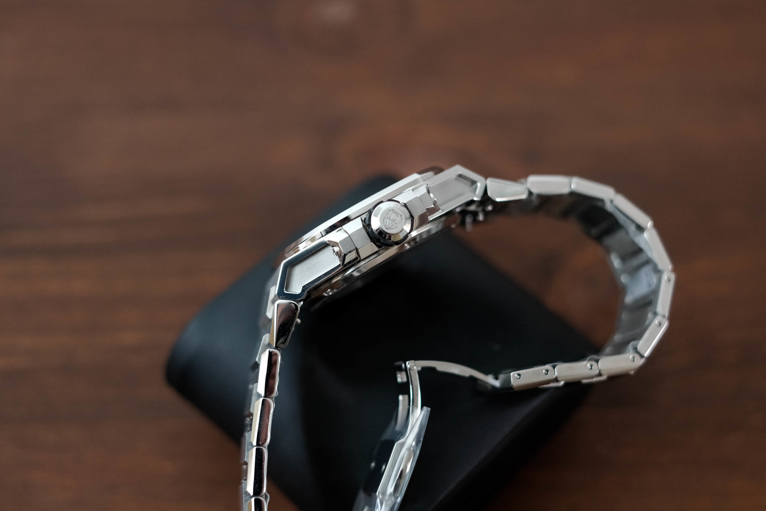 Side view of watch case