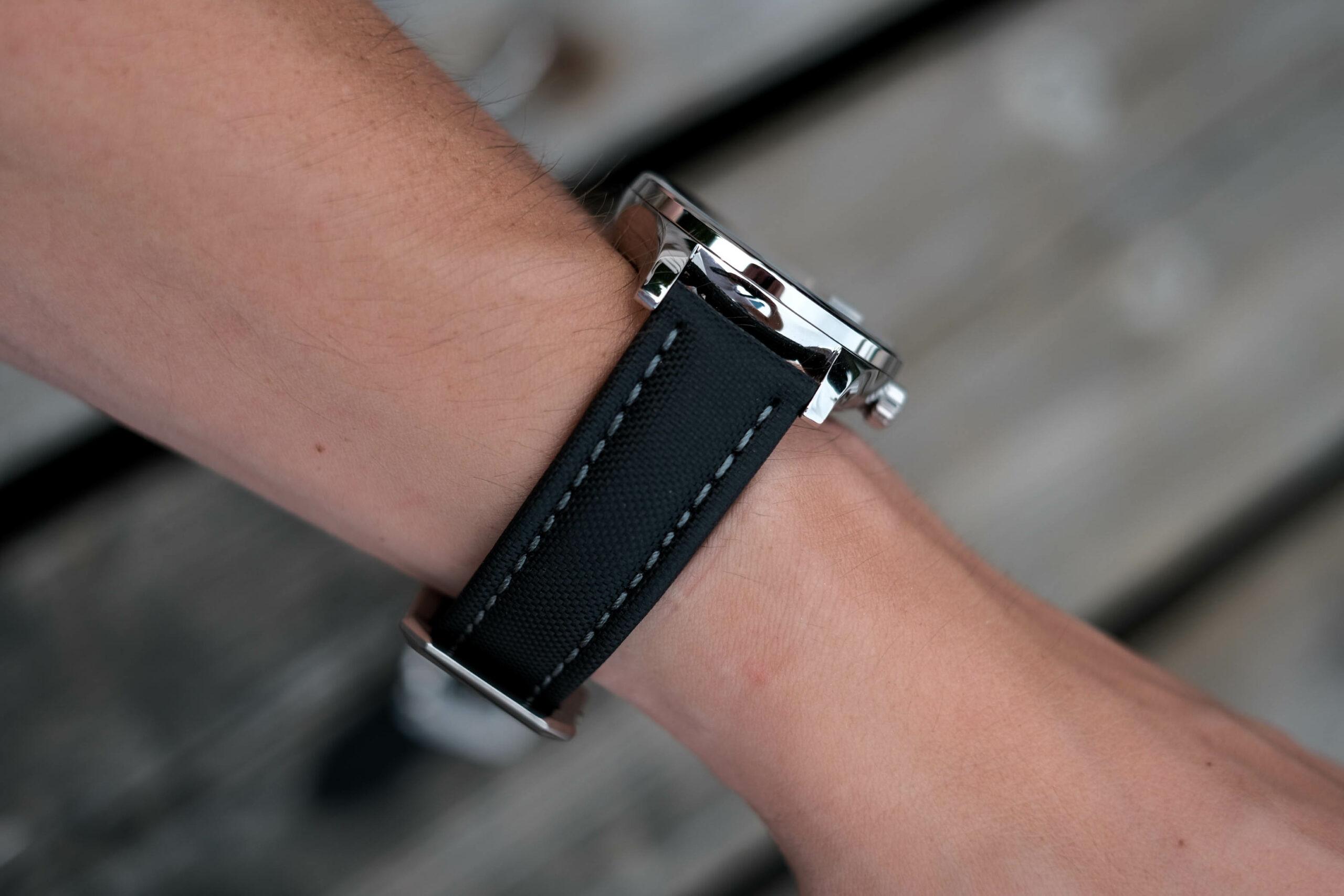 Artem straps wrist shot